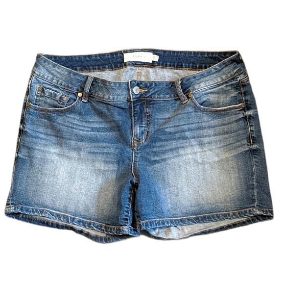 TORRID Distressed Denim Jean Shorts 18